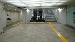 新宿3丁目から地下通路エスカレーター