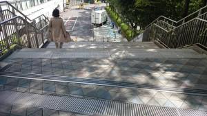 混雑避ける階段