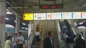 上野 公園改札へのエスカレーター