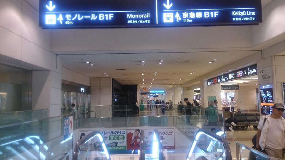 羽田空港乗り換えエスカレータ