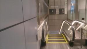 バスタ新宿エスカレーター