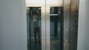 大崎バス停 エレベータ乗る